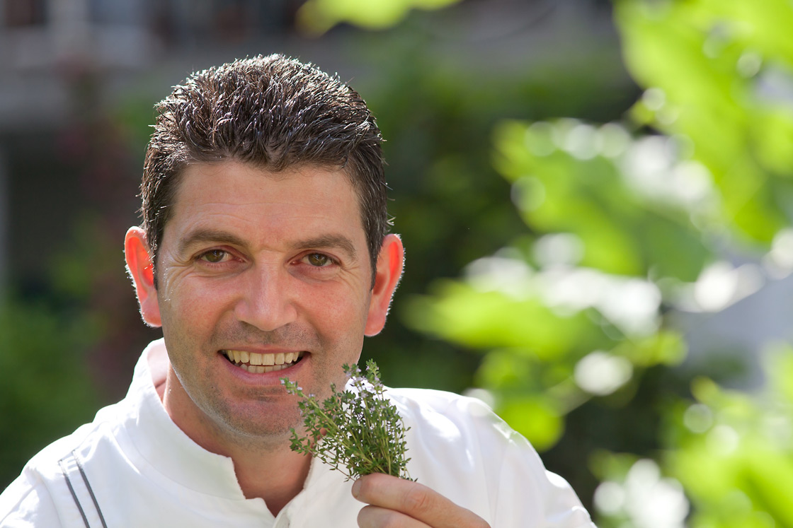 Fresh herbs from our garden, directly on your meal for delicious food at the restaurant oliv in basel.
