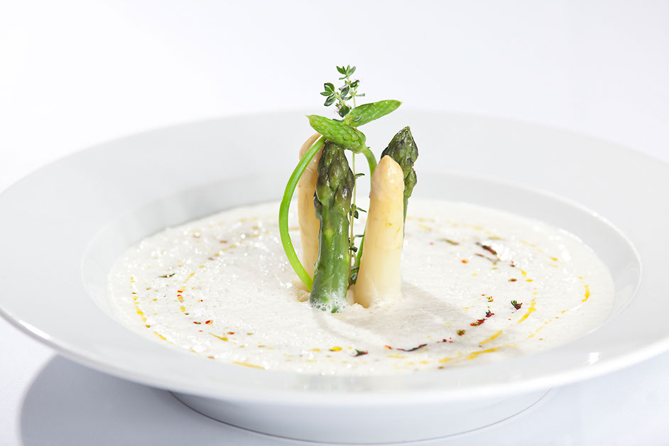 Cream of asparagus soup from the restaurant oliv in basel.